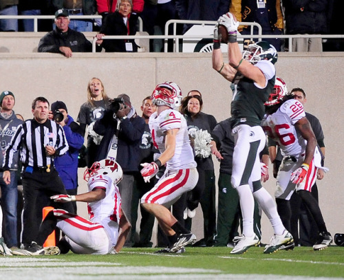 siphotos:  Michigan State WR Keith Nichol catches a Hail Mary from QB Kirk Cousins to lead the Spartans to a last-second victory over Wisconsin, 37-31. The referee's initial ruling was that Nichol didn't cross the goal line but replay showed that he did reach the endzone, giving the Spartans a miraculous victory. (Andrew Weber-US PRESSWIRE)MANDEL: Michigan State and Texas Tech shake up the BCSSTAPLES: Spartans pull off amazing victory | HighlightsANDERSON: Alabama subdues Tennessee | Highlights
