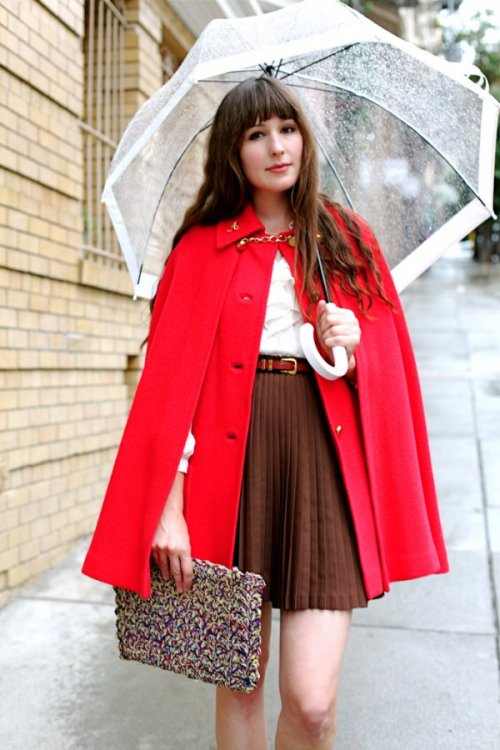 teenvogue:  Fashion Click blogger Ashley Ording of Fancy Fine is a retro Little Red Riding Hood in a vintage red cape and nude Ferragamo flats. Find out how you can get her look here »  Super cute.
