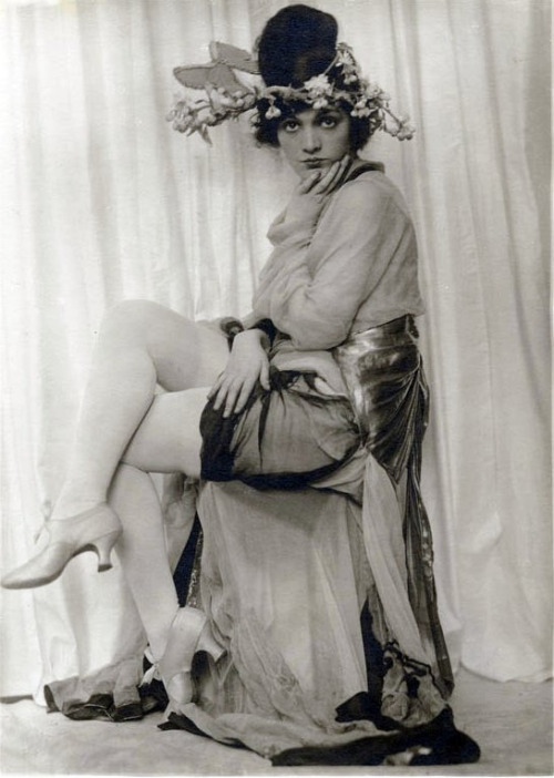 hoodoothatvoodoo:  Jetta Goudal 1920's Photo by Charles Gates Sheldon