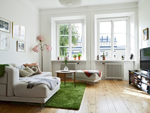 smallrooms:  green fluffy carpet, like grass,  gives the room a cosy feel and a wooden floor is like a little den  gives a real natural feel,