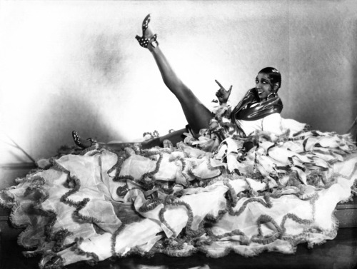 black-candy:  cosmosonic:  josephine baker  i'm doing a five minute presentation on josephine baker, so you should expect lots of picspam between now and november 9.