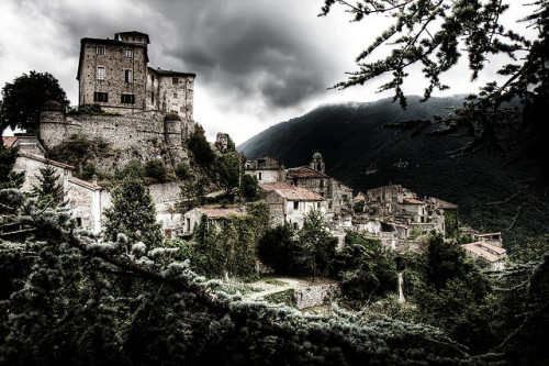 "The abandoned ""ghost town"" of Balestrino, Italy After being continually rocked by a series of earthquakes, this Italian village was abandoned in 1953 (via BootsnAll Travel Articles)"