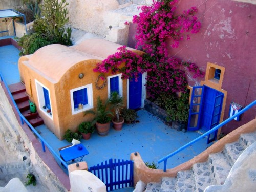 Old house in Santorini, Greece (via Ia)