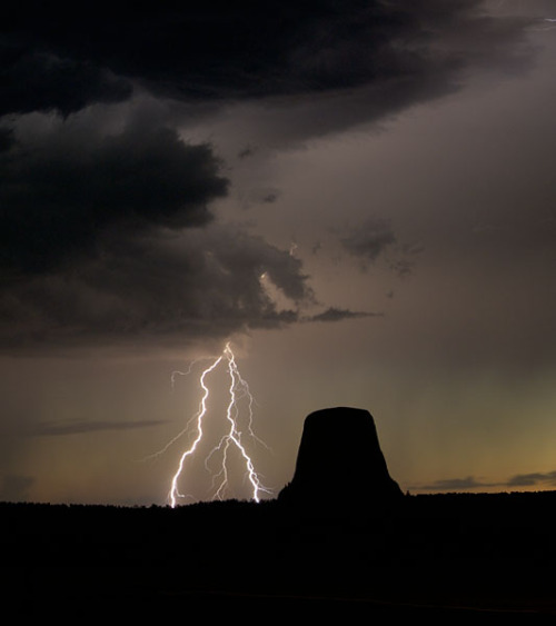 A storm crosses over Devil's Tower, Wyoming (via lgd0466vn)