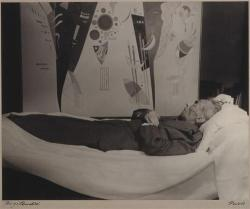 Rogi André - Kandinsky on his death bed, 1944