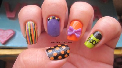 Mixed Mani: Halloween Edition Colors used: Zoya - Jancyn Sally Hansen X-treme Wear - Black Out OPI - Funky Dunkey, Who The Shrek Are You?