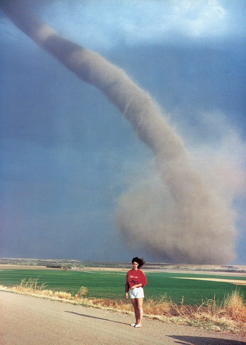 uhgly:  oh hey a tornado, let's take a picture!!!