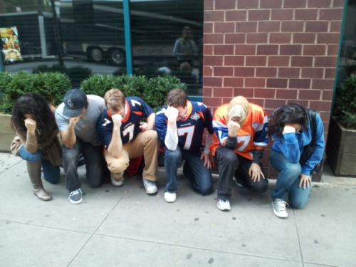 Post-win Tebowing in Union Square, NYC