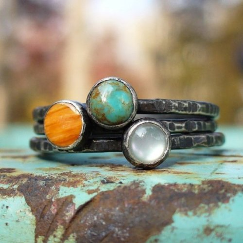 (via Tres Stacking Rings Turquoise Spiny Oyster by LunasaDesigns)