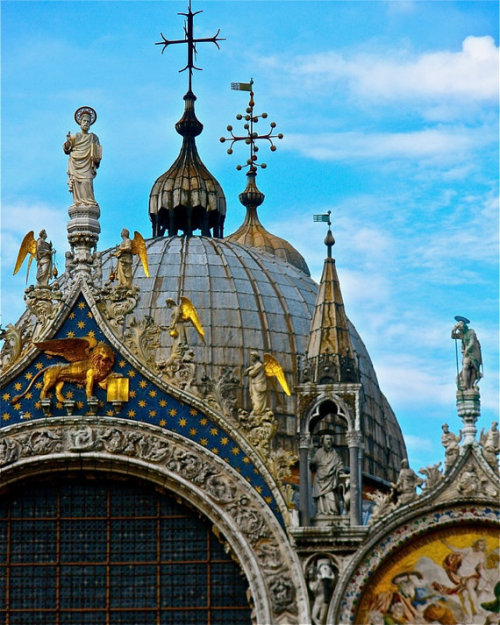 The fantastical dome of St. Mark's Cathedral in Venice, Italy (via birdbluedesigns)