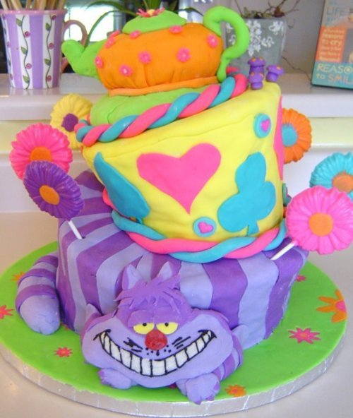 Just looking at this cake makes me think of the song they sing at the tea party. XD