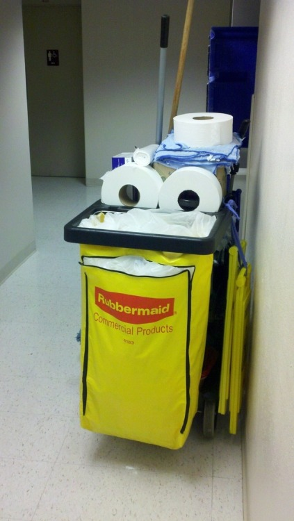 urlesque:  Happy cleaning cart is happy.