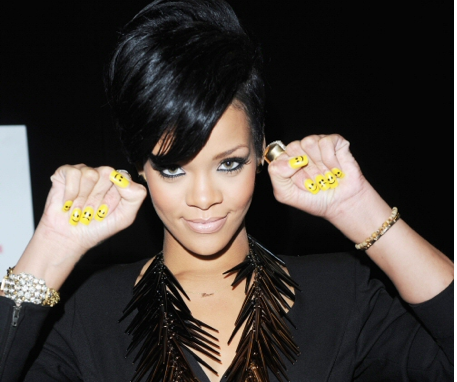 la-bellefolie:  My nail art obsession finally has a mutual friend…Rihanna <3 (love her)