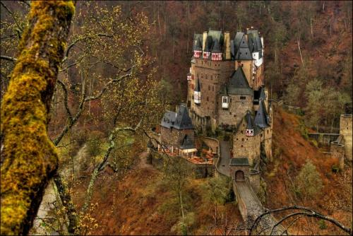 Castle bliss… Berg Eltz near Moselkern, Germany (via by luc b. @ flickr cc uploaded by skip)