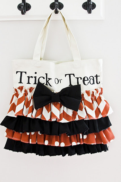 craftjunkie:  Halloween Bag {How to} Found at: http://eighteen25.blogspot.com