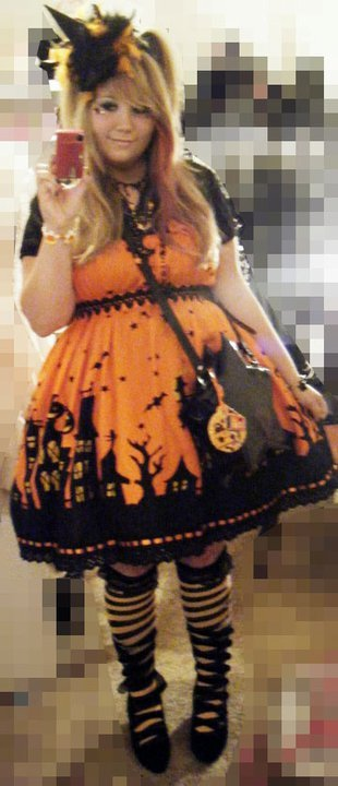 onlycutechubbygirls:   I was a witch/pumpkin queen last year. <3  juliaporter.tumblr.com ____________________ Halloween Submission. onlycutechubbygirls@hotmail.com http://onlycutechubbygirls.tumblr.com