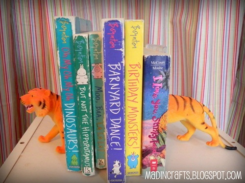 DIY Plastic Animal Bookends : mad in crafts I love these. Simple, cheap and fun! Great combo. Apartment Therapy featured the painted version which are nice but I think the original ones are even better. Perfect for a kids room or an eclectic living room.