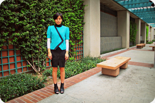 Ideal for teal. Today I'm wearing H&M black & white turtleneck, Bebe pencil skirt with a middle slit, Urban Outfitters heels and thrifted short sleeve teal jacket I found for only $1!!! I think the bold teal with contrast black piping detail won me over.   It's a chilly day so I opted to layer by wearing a fitted turtleneck under my cheap jacket.  What I love about my turtle neck is that it had contrasted white sleeves with a black body.  It makes you wonder what layers are going on underneath!