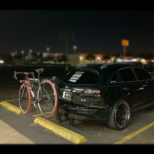 Sweet they match. #imotion #Infiniti #fx45 #fx35 #cerveio  #bike #car  (Taken with instagram)