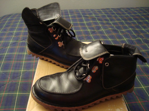 For Sale:  Timberland Abington Collection roll top boots in black.  Size 9, premium leather, ridged rubber sole, metal D-ring lace loops.  Used, but in very good condition.  Check out the auction post HERE.