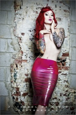 the way you feel - Cervena Fox / mua: Anna DeMeo / HMS Latex / Art Machine