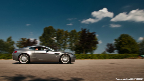 Aston Martin V8 Vantage by Thomas van Rooij on Flickr.