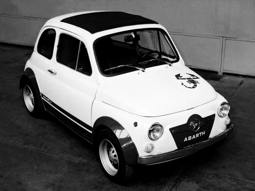 Derrick FIAT fans, while we're waiting for the new FIAT 500 Abarth to drive onto Canadian roadways, feast your eyes on this Fiat Abarth 595 Competizione (110) '1969–71 Derrick FIAT fans!  Minimalism at its best! Simply FIAT-astic!