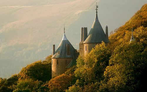 Castell Coch - Autumn Colour (by wentloog)