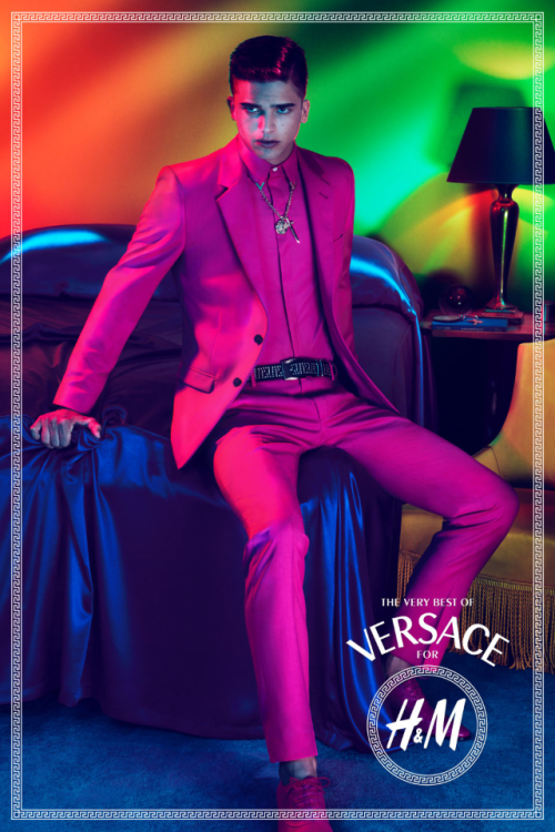 It's FINALLY here! The Versace collection for H&M will be hitting selected stores November 19th. I have been waiting for months for this collection! I'm not toooo crazy about some of the pieces but there are a few items that I want to purchase FOR SURE! #Versace #H&M