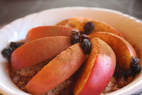 recover-ing:  Baked oatmeal with apples, cinnamon and raisins.