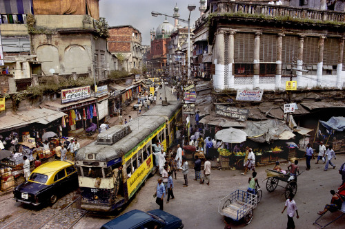 phaidoncom:  Steve McCurry, Calcutta, India (1996) Watch an exclusive One-Minute Masterclass on www.phaidon.com. Video #2 Pick An Unusual Vantage Point is available now.