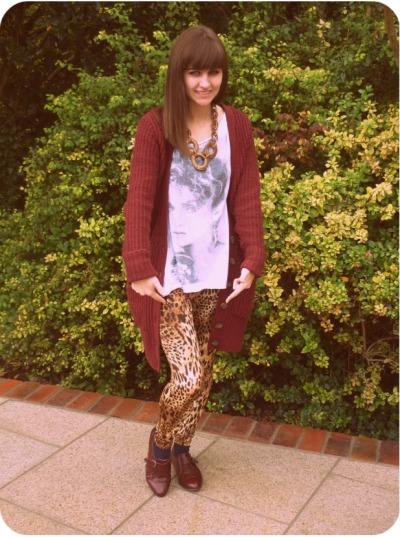 'Today I'm Wearing'- New Look's Leopard Print Leggings I promised you all a quick snap before I ran off to see Britney at The O2 tonight, and here it is! I literally am IN LOVE with my new 'New Look' leopard print leggings, they're blummin' brilliant!