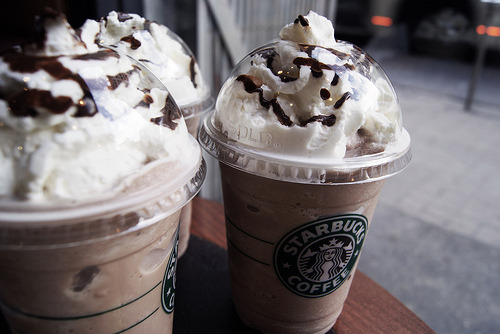 smashhbox:  i reblog so many pictures of starbucks