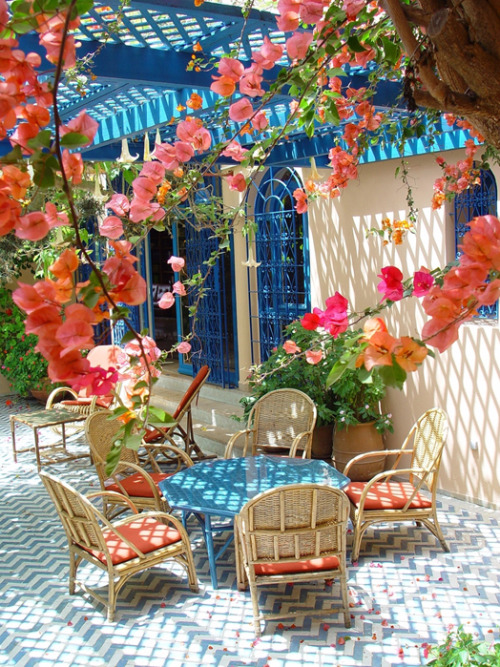 Gorgeous Mediterranean style outdoor patio with a trellis roof adorned with flowering vines (via Cush and Nooks)