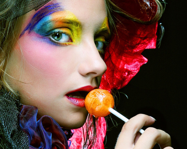 happyhues:  Helpful tips and cool makeup! (via Cutting Calories on Halloween Candy)