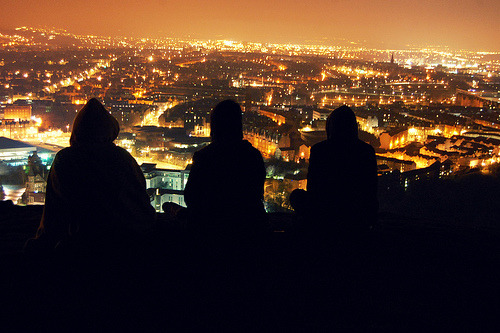 fuckyeahflickrphotos:  Edinburgh city at night. (by Harley1211)