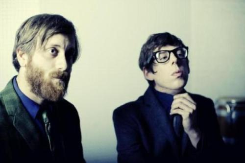pra ouvir: black keys + actic monkeys // novos do black keys e arctic monkeys que pesquei hoje no move that jukebox!.