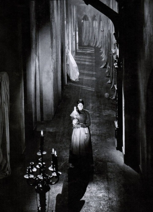 "Martha Mattox in The Cat and the Canary (1927, dir. Paul Leni)  ""I have tried to create sets so stylized that they evince no reality…It is not extreme reality that the camera perceives, but the reality of the inner event, which is more profound, effective and moving than what we see through everyday eyes."" -Paul Leni, Kinematograph (1924) (via)"