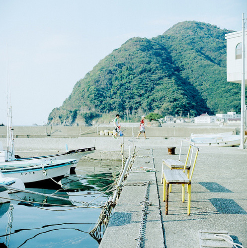 okythen:  Yellow Bench (by shuji+)