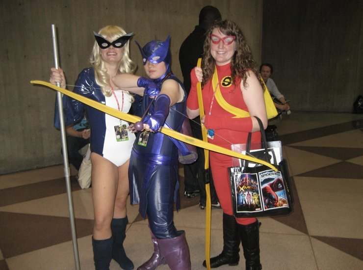 Mockingbird, Hawkeye, and Speedy at NYCC 2011. http://aliccolo.tumblr.com/