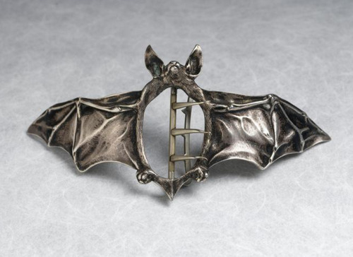 WishList  aleyma:  Ferdinand Erhart, Bat belt buckle, 1908 (source).