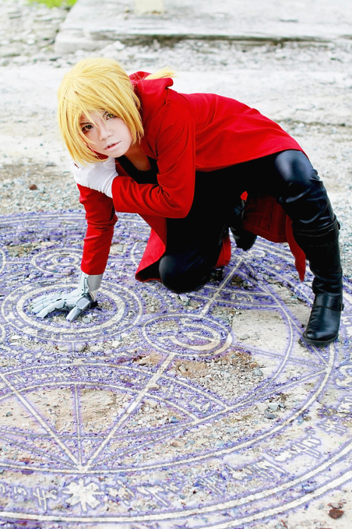 "Cosplayer: Lishrayder Character: Edward Elric from series ""Fullmetal Alchemist"" Photo by MellysaProps by Liêm-niisan.Retouch: LishrayderStaff: Yukirin, Mè, Bí"