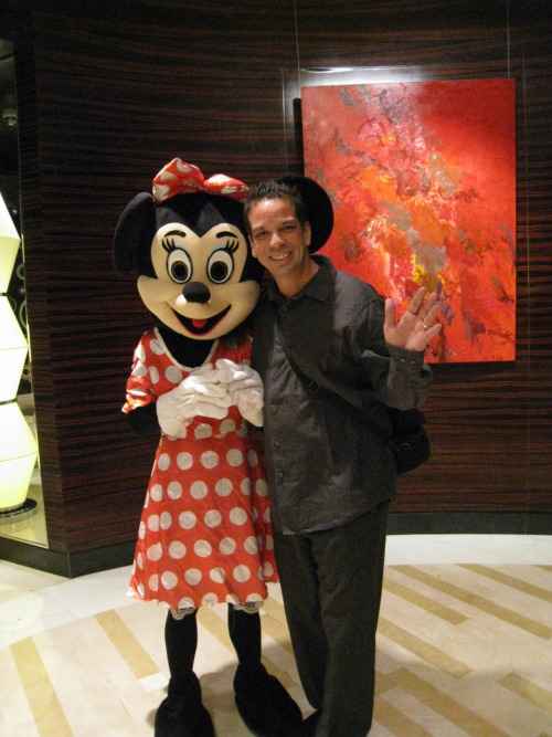 Chillin with Minnie Mouse at the Renaissance #Shanghai Yu Garden. I had a crush on this lady since I was like 3 months old :)
