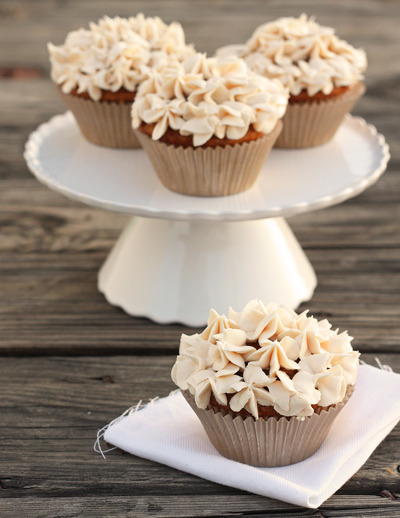 Pumpkin Chai Cupcakes // Recipe via Dessert for Two