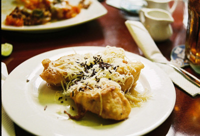 thewanderingwonderer:  Pisang Goreng by Astrid Prasetianti on Flickr.
