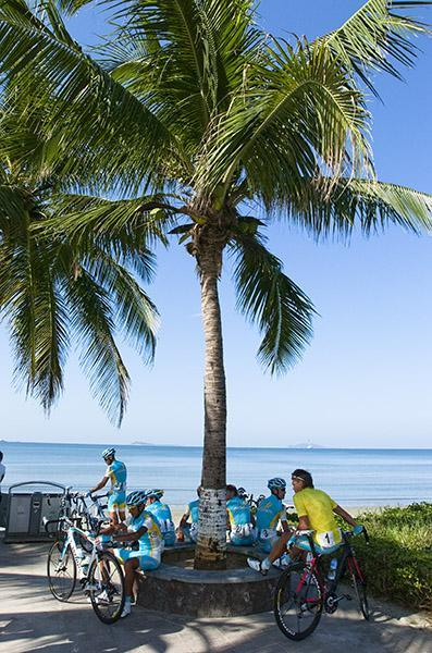 The boys from Astana gather in the shade beneath a palm in Sanya on a hot and steamy final day of the tour. (via Tour Of Hainan 2011: The Boys From Astana Gather In The Shade Beneath A Palm In…, Photos | Cyclingnews.com)