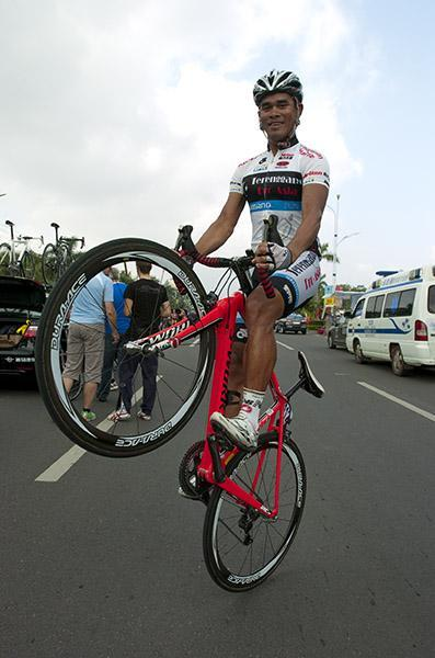 Malaysian sprinter Harrif Saleh (Terengganu (Cycling Team) has already made the podium here three times and is now in party mode. (via Tour Of Hainan 2011: Malaysian Sprinter Harrif Saleh (Terengganu (Cycling Team)…, Photos | Cyclingnews.com)