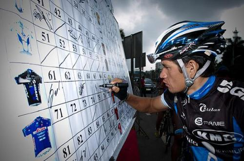 Muradjan Halmuratov (Giant Kenda) signs on for stage seven in Danzhou. (via Tour Of Hainan 2011: Muradjan Halmuratov (Giant Kenda) Signs On For Stage Seven…, Photos | Cyclingnews.com)