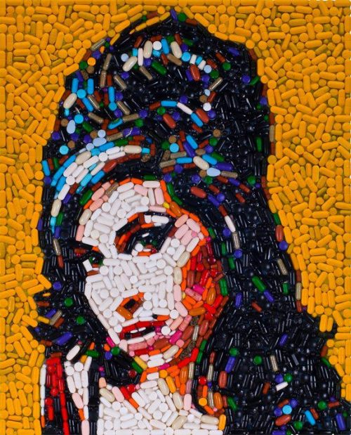 L.A. based artist Jason Mecier has captured Amy Winehouse in this incredible portrait made out of 5,000 multi-colored painkillers.