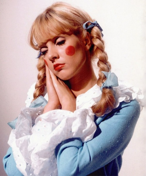 cloud-castle-lake:  Sylvie Vartan